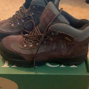 NWT men's Itasca Boots size 9